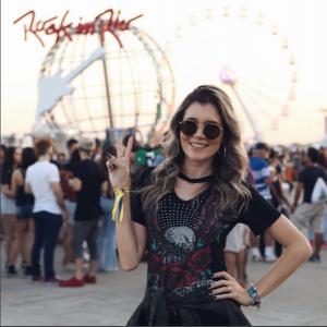 A blogueira - @byluanaviana - divulgou em suas redes sociais a escolha do vestido com gola choker da Pompéia para o Rock in Rio/2017.