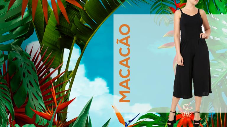 Na foto, temos uma modelo usando macacão pantacourt preto e sandálias de salto alto preto