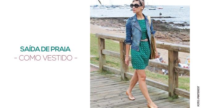 o post é uma montagem. temos uma foto de uma modelo usando vestido verde e jaqueta jeans.