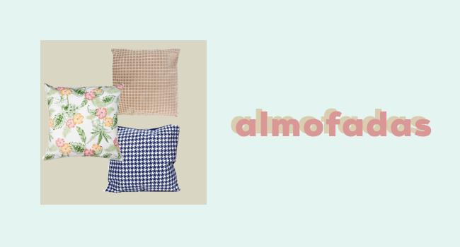 """casa fashion: o post é uma montagem. de um lado, temos três almofadas, sendo a primeira bege, a segunda branca com estampa coloridas tropicais e a terceira branca com estampa azul. ao lado, temos o lettering """"almofadas""""."""