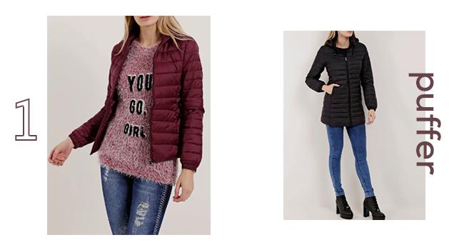 O post é uma montagem com duas fotos clicadas em estúdio. Na direita, uma modelo está usando calça jeans, coturno de salto alto preto e uma jaqueta puffer alongada. Na esquerda, outra modelo veste jaqueta puffer vermelha, tricô bordô e calça jeans.