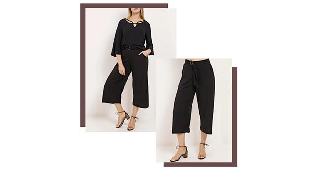 O post é uma montagem com duas fotos de uma modelo usando o mesmo look. Ela usa calça pantacourt preta e camisa preta.