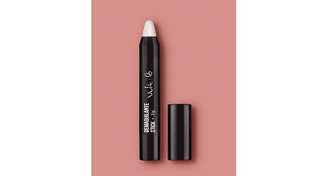Em fundo rosa, temos uma embalagem do produto demaquilante stick da Vult, que tem o formato de uma caneta retrátil.